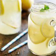 Consommer du jus de citron à jeun : danger ?